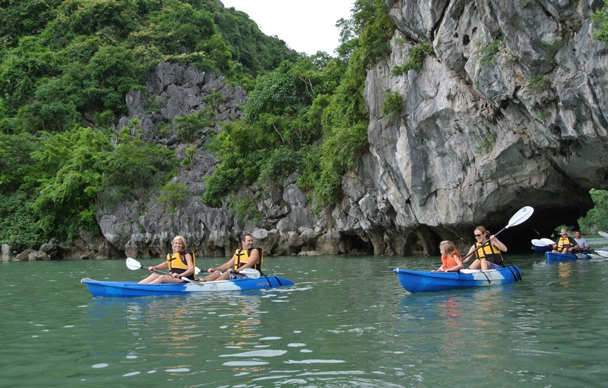 go-kayaking-in-halong-bay
