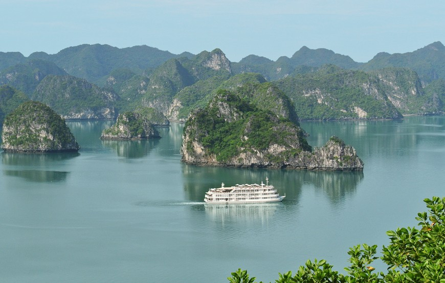 halong-bay-luxury-cruise-overview-2
