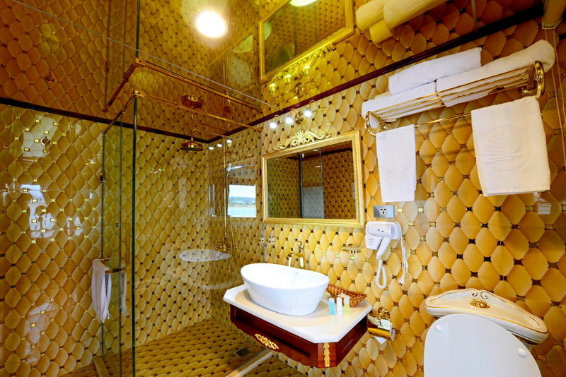 Goden-Cruise-9999-Bathroom