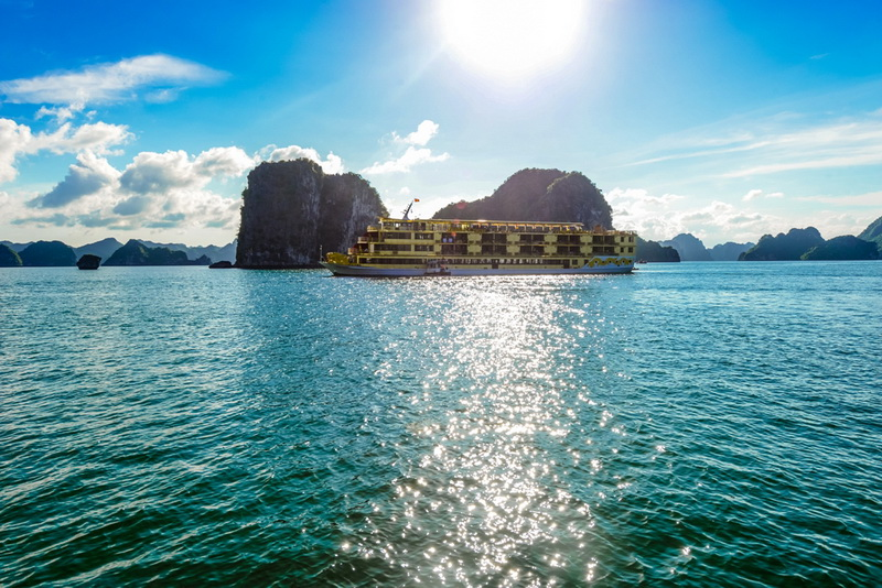 Goden-Cruise-9999-On-Halong-Bay-1