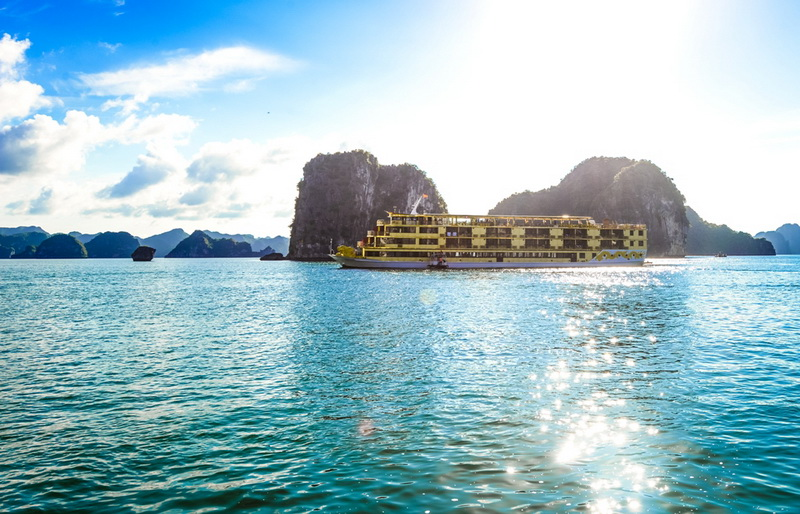 Goden-Cruise-9999-On-Halong-Bay